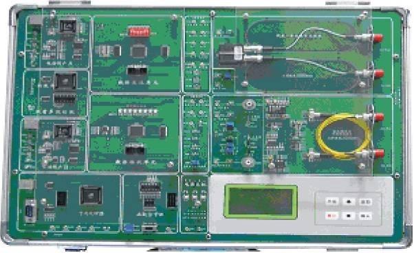 光纤通信综合实验箱有很强的信道编码实验:CMI、5B1C、5B6B、加扰解扰等线路编码功能;增强了复接解复接功能、信令功能、系统性实验功能,在信令的支持下能完成平台间的电话呼叫接续系统实验;增加了液晶键盘控制,取代原有的接插件;光输入、输出接口均设计朝外,方便连接其它光器件;留有硬件扩展接口,可选配LED或LD性能测试模块,具有无光告警、自动功率控制APC等功能。实验平台布局美观、结构紧凑、并附有机玻璃保护。适合各大院校光通信专业的专科生、本科生、研究生以及教师和相关的科研技术人员使用。
